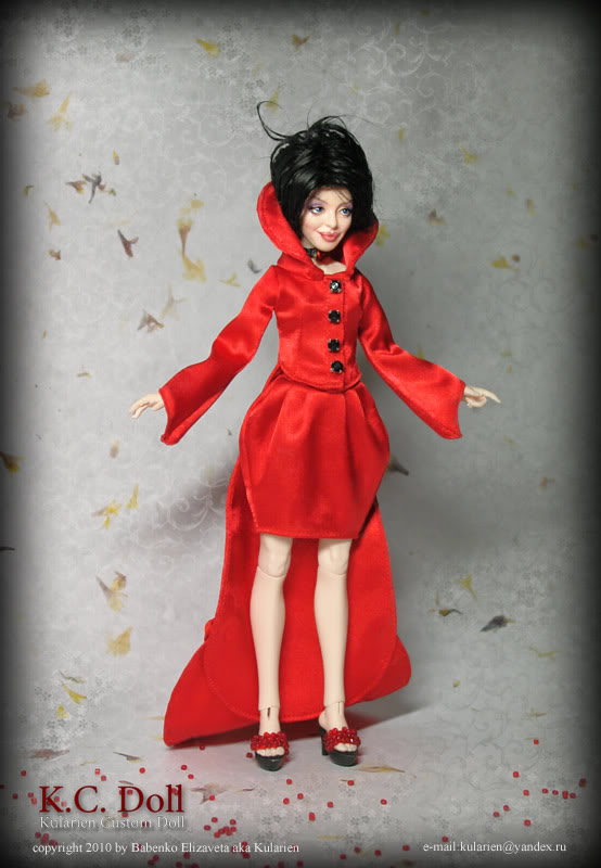 K.C.Doll - petite poupée avec un chiffre adultes - Page 2 Red_stand
