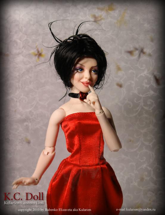 K.C.Doll - petite poupée avec un chiffre adultes - Page 2 Red_stand3