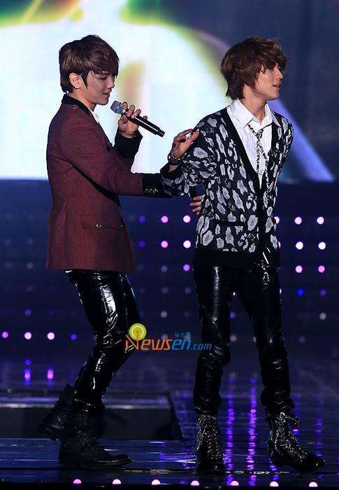 [20.2.2010][Pics] SHINee at T-Store Super Concert 16149419