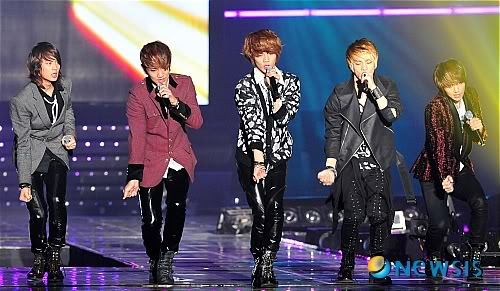 [20.2.2010][Pics] SHINee at T-Store Super Concert 20830579