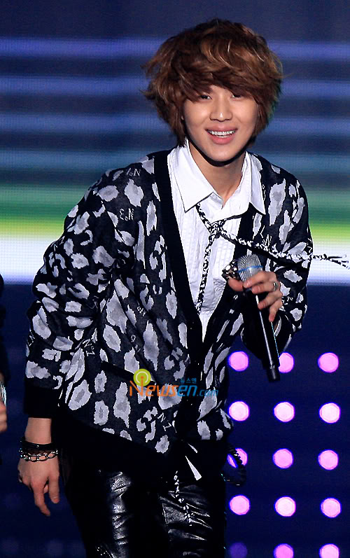 [20.2.2010][Pics] SHINee at T-Store Super Concert 33437973
