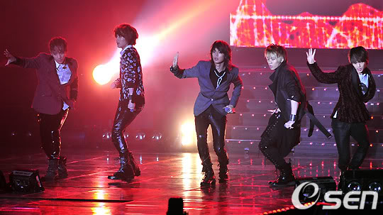 [20.2.2010][Pics] SHINee at T-Store Super Concert 34204927