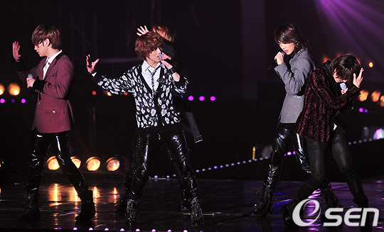 [20.2.2010][Pics] SHINee at T-Store Super Concert 40045045