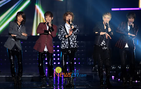 [20.2.2010][Pics] SHINee at T-Store Super Concert 59737521