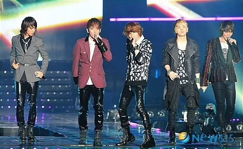 [20.2.2010][Pics] SHINee at T-Store Super Concert 68141791
