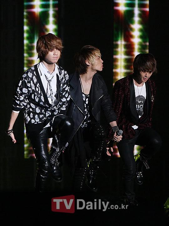 [20.2.2010][Pics] SHINee at T-Store Super Concert 92108923