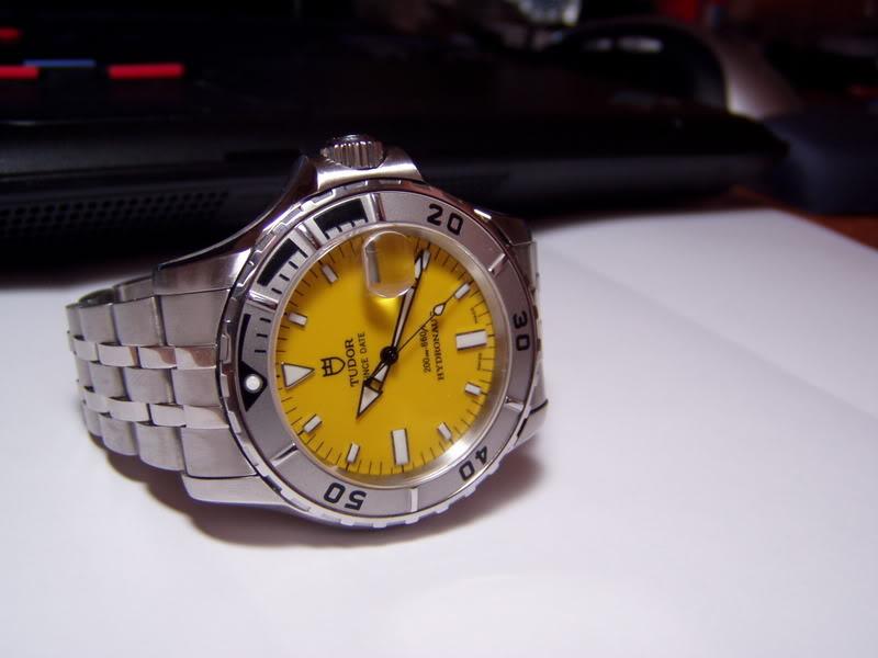 Quelle montre avec cadran jaune ? P1010726