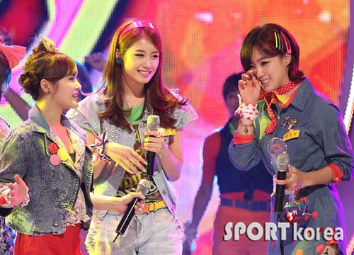 [T-ara]T-ara wins #1 on M! Countdown + other performances 20110714_mcd_tara_win_3