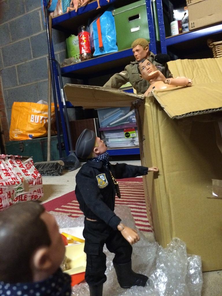 Package evades Gunners supreme commander  41B58335-4230-40EC-8A18-79575F75E9C7_zpsdwbbau9k
