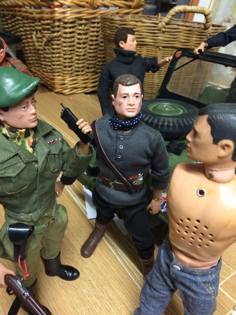 Package evades Gunners supreme commander  B4F8810E-87D1-4D37-93B9-295AE2491E0C_zpsy1jcyh0i
