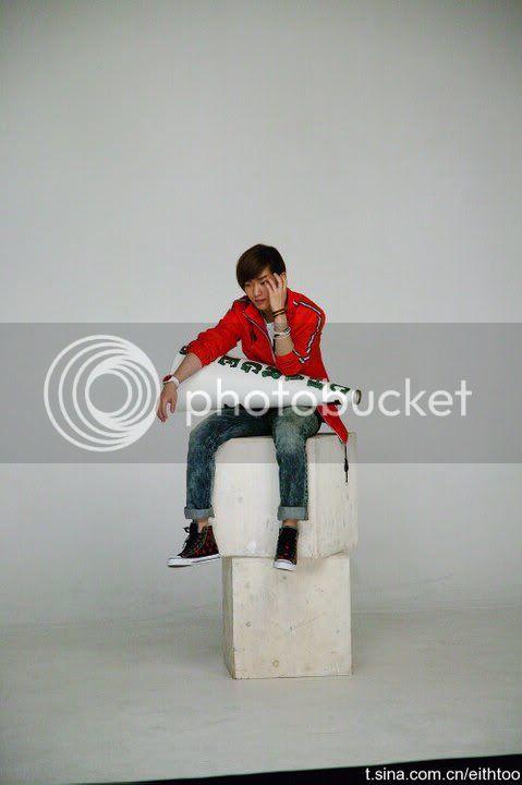 [PICS] 101223 f(x) và SHINee's trong hình ảnh quảng cáo Giáng sinh của Eithtoo! 63655_1358508302841_1835538730_671468_4791616_n
