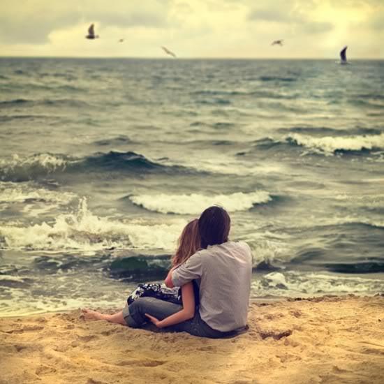 "ROMANTIKA BEZ REČI "" - Page 2 Kobieta-man-pary-czarno-biaC582e-beach-Couple-hug-MORZE-WODA-amor-PICS-FROM-HERE-bobbi_large"
