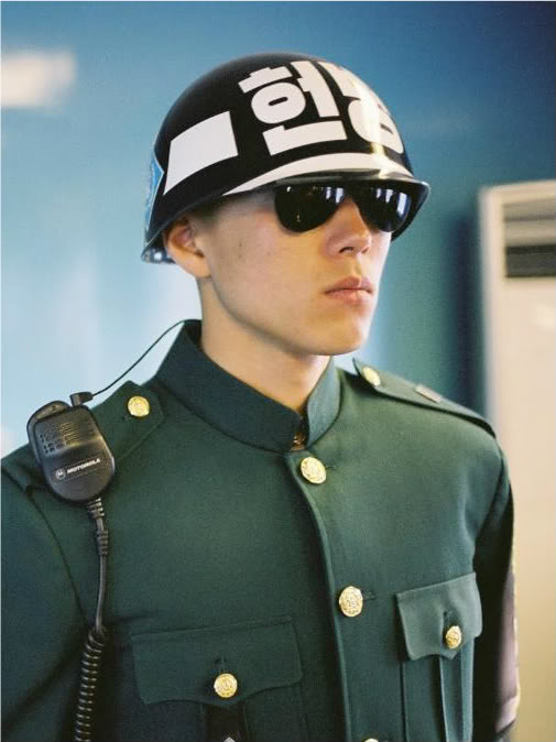Republican Guard Helmet PANMUNJOM-DMZ-JSA-NORTH-SOUTH-KOREA-PANMUNJEOM-DEMILITARIZED-ZONE-5-ROK-SOLDIER-GUARDING-DOOR