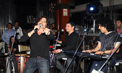 Osvaldo Laport vuelve a cantar y mañana (ya hoy) realizará un mini recital Osvaldo-laport-canta