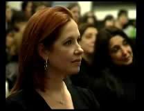 La Presidenta reglamento la ley contra la violencia hacia la mujer (Andrea participo del acto) 03-52200