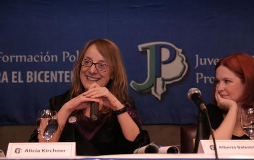Andrea estuvo presente en la clase del  Programa de Formación Política.... Andrea-08