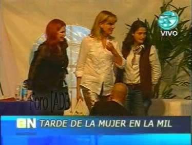 Фотографии / Fotos (часть 2) - Página 4 Andrea_tarde_d_la_mujer_01_73
