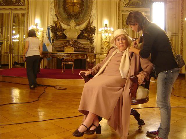 Андреа в короткометражке в честь двухсотлетия Аргентины GetAttachmentCAKD14XC