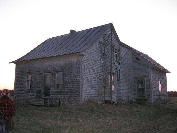 Le 'Post' des Maisons Abandonnées !! Route218-3