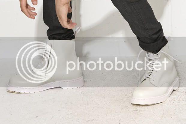 Estilo y moda de 2ne1 en su primer album!!!! Dr-martens-white-combat-boot-3