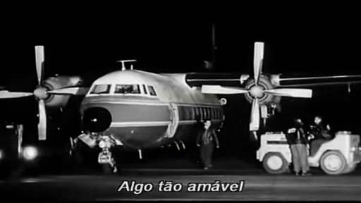 Que avião é esse que aparece na ultima cena do filme ''Dio come te amo ''? Diucomotiamo
