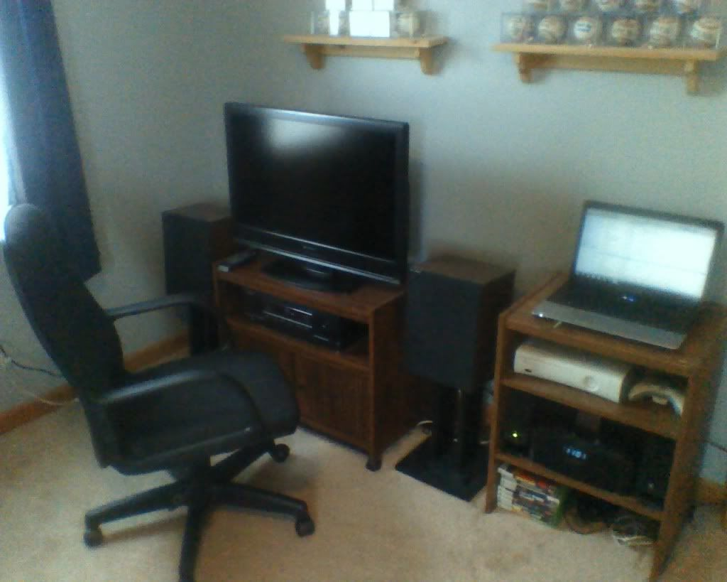 Post pictures of your gaming setup ! Mygamingsetup1