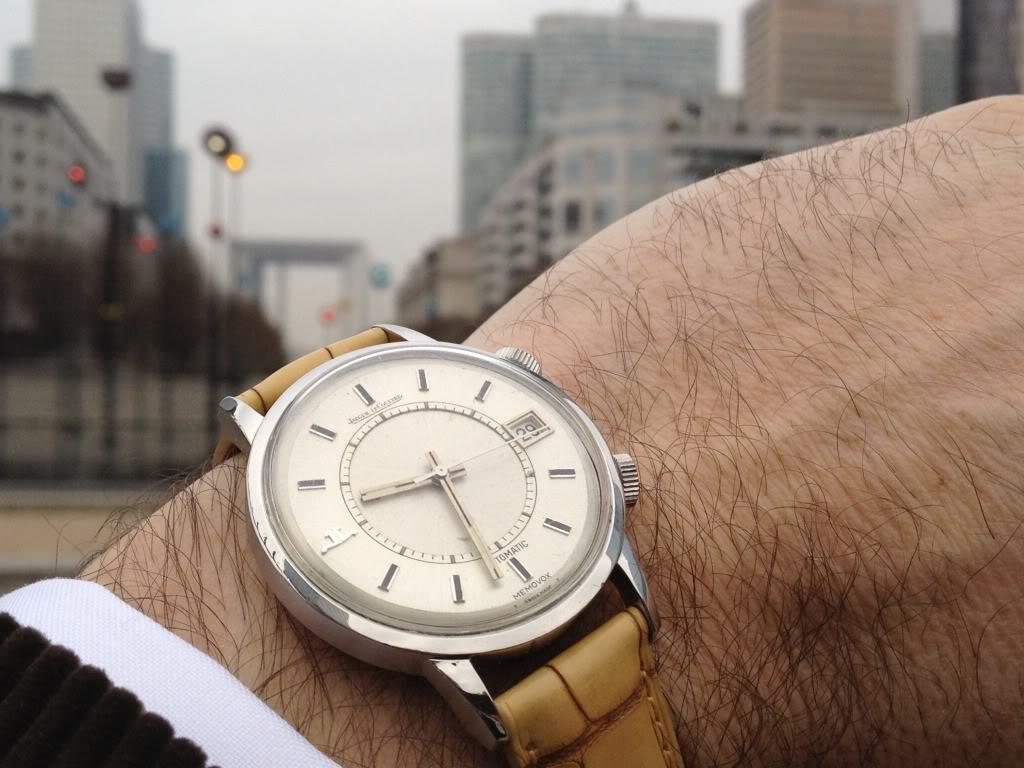 Des montres dans la ville C83e03b4