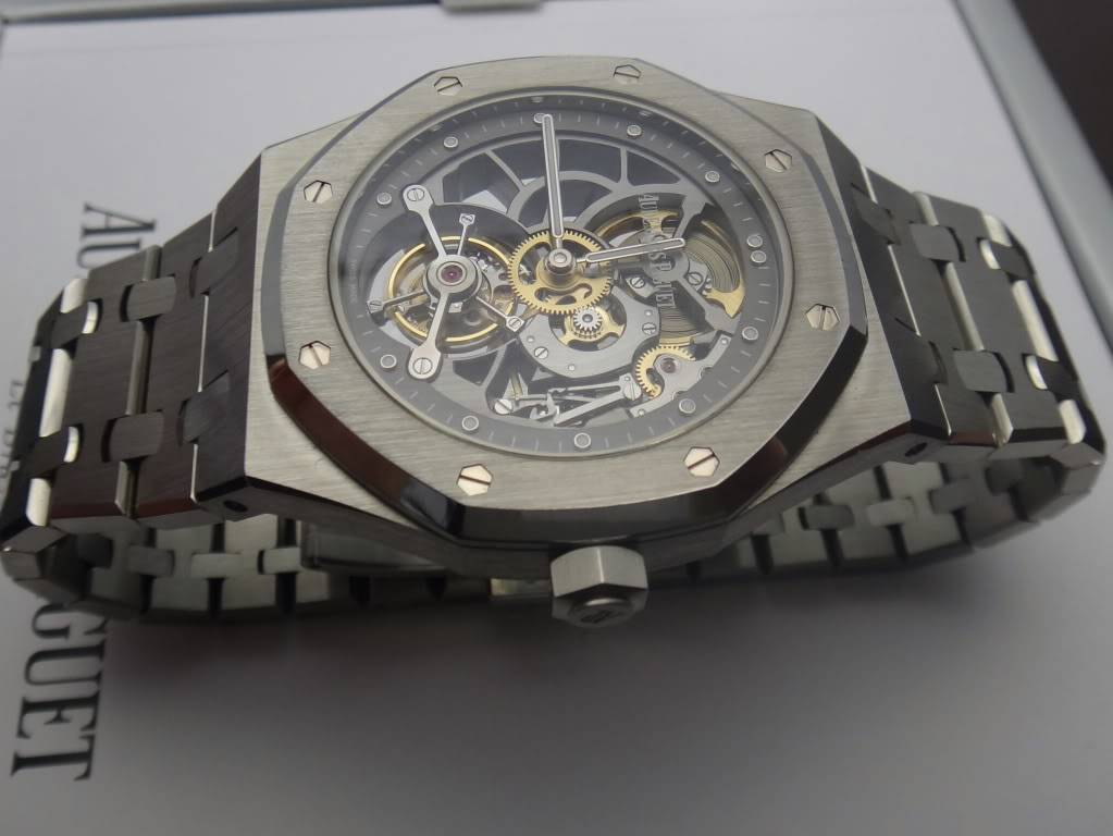 SIHH 2012 - Audemars Piguet Royal Oak Squelette et  Royal Oak Tourbillon Squelette 40 ans DSC01366