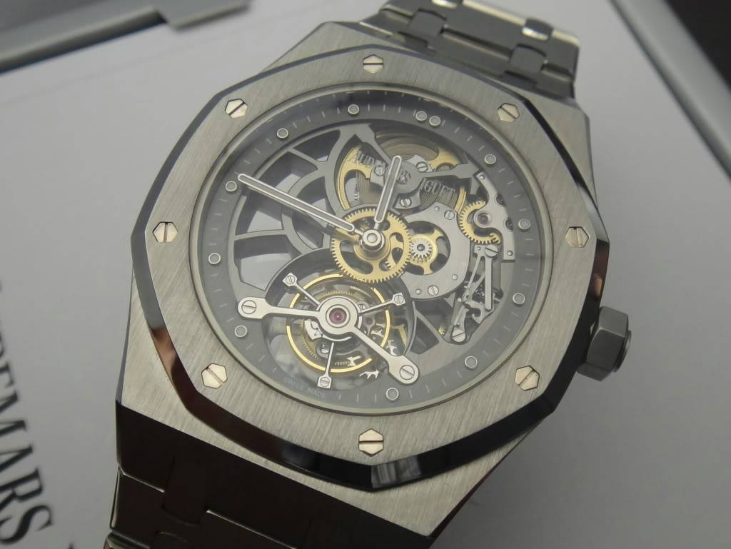 SIHH 2012 - Audemars Piguet Royal Oak Squelette et  Royal Oak Tourbillon Squelette 40 ans DSC01369
