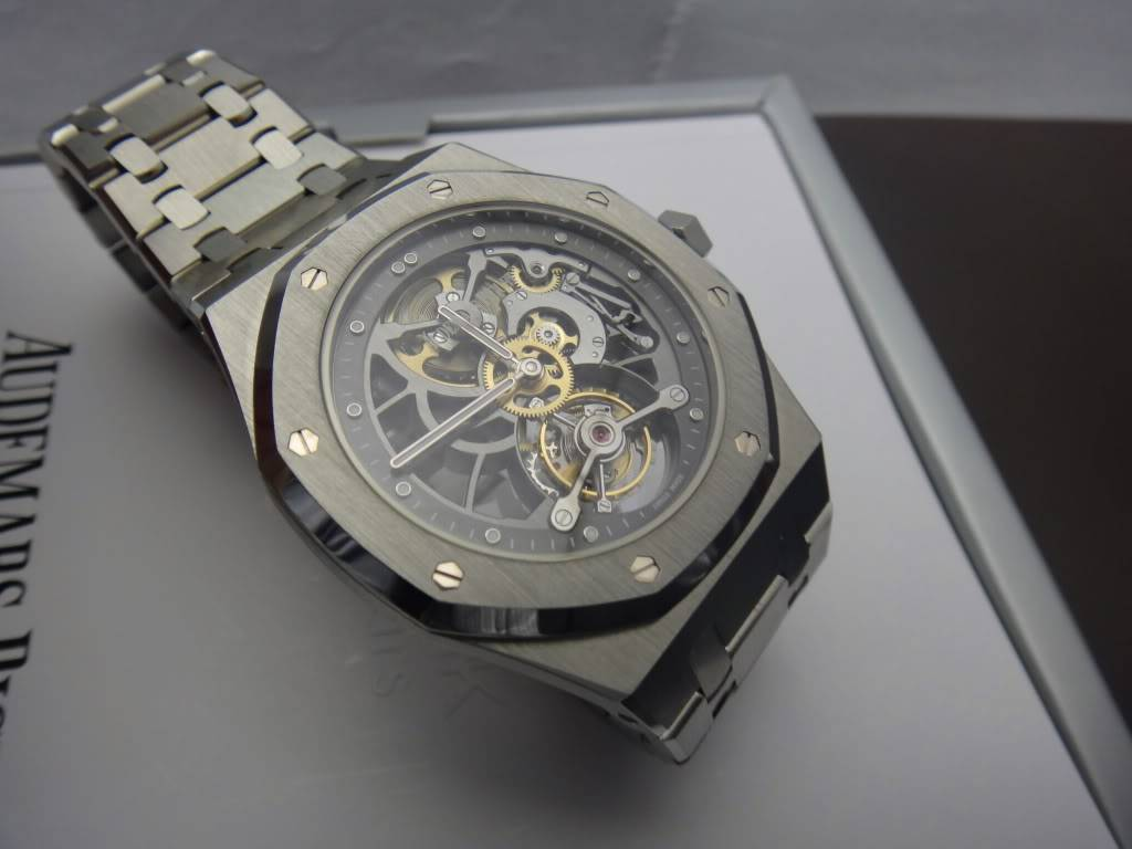 SIHH 2012 - Audemars Piguet Royal Oak Squelette et  Royal Oak Tourbillon Squelette 40 ans DSC01372