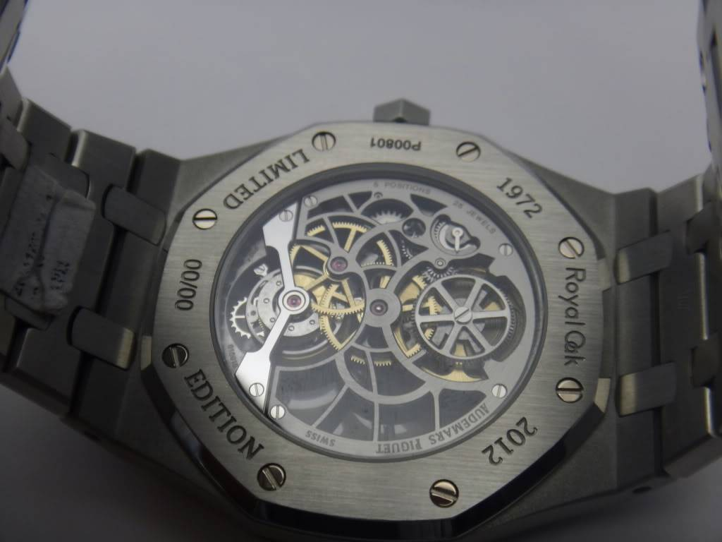 SIHH 2012 - Audemars Piguet Royal Oak Squelette et  Royal Oak Tourbillon Squelette 40 ans DSC01375