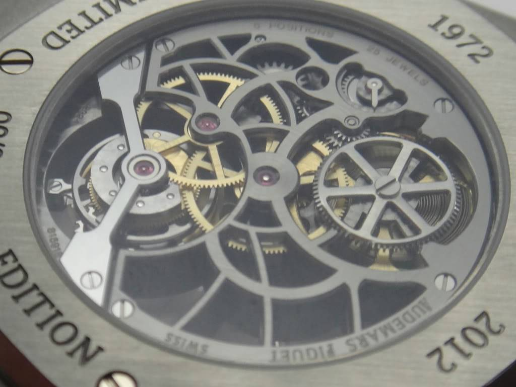 SIHH 2012 - Audemars Piguet Royal Oak Squelette et  Royal Oak Tourbillon Squelette 40 ans DSC01376