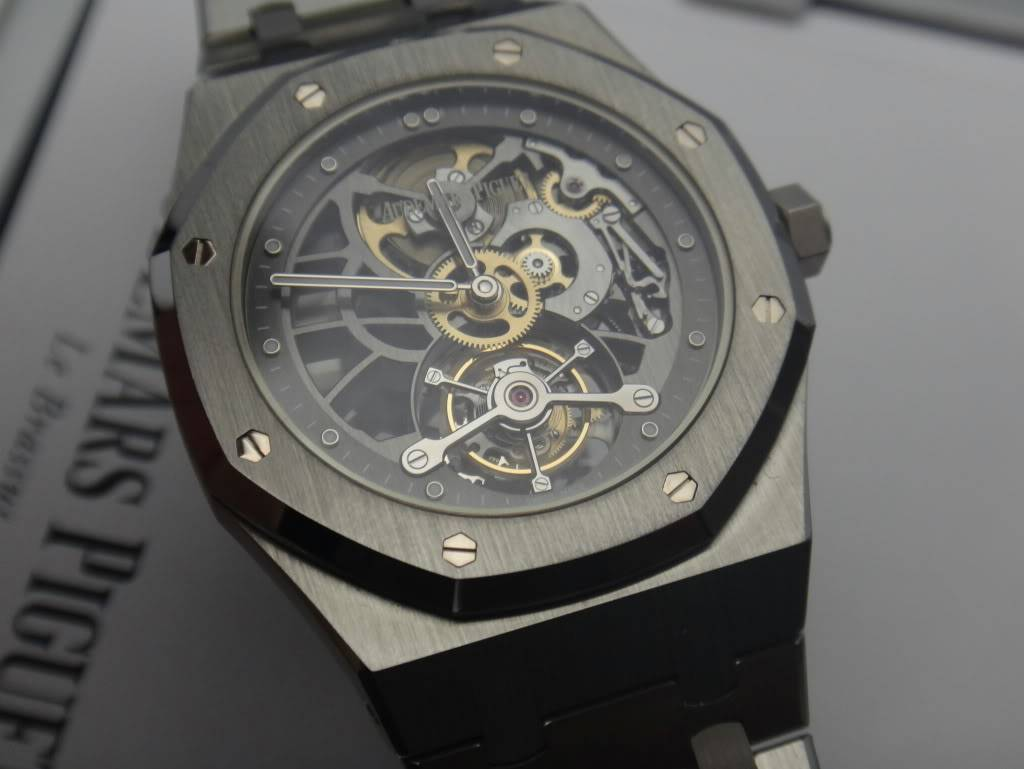 SIHH 2012 - Audemars Piguet Royal Oak Squelette et  Royal Oak Tourbillon Squelette 40 ans DSC01381