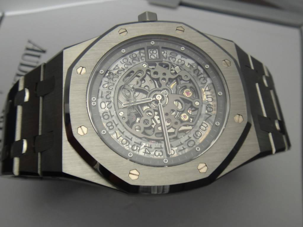 SIHH 2012 - Audemars Piguet Royal Oak Squelette et  Royal Oak Tourbillon Squelette 40 ans DSC01392