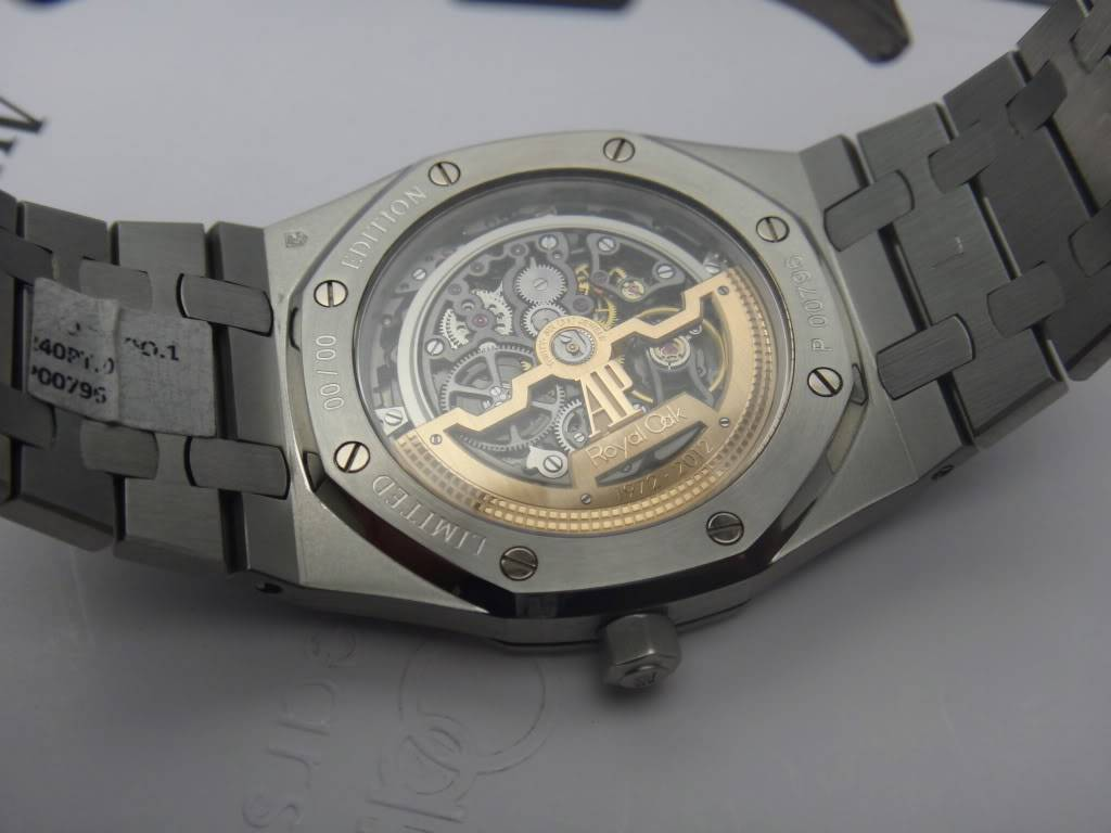 SIHH 2012 - Audemars Piguet Royal Oak Squelette et  Royal Oak Tourbillon Squelette 40 ans DSC01398