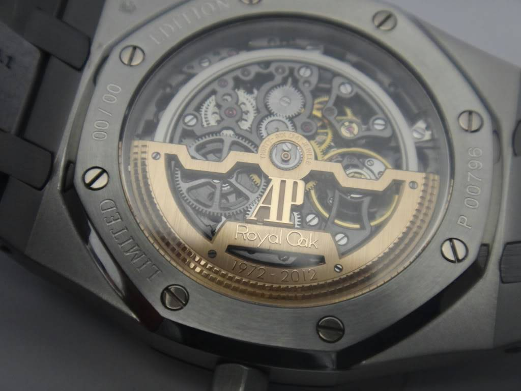 SIHH 2012 - Audemars Piguet Royal Oak Squelette et  Royal Oak Tourbillon Squelette 40 ans DSC01402