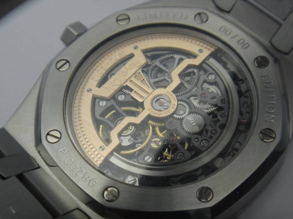 SIHH 2012 - Audemars Piguet Royal Oak Squelette et  Royal Oak Tourbillon Squelette 40 ans DSC01404