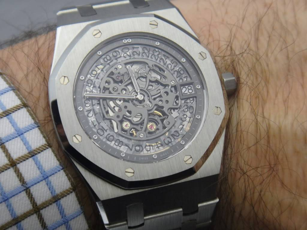 SIHH 2012 - Audemars Piguet Royal Oak Squelette et  Royal Oak Tourbillon Squelette 40 ans DSC01406