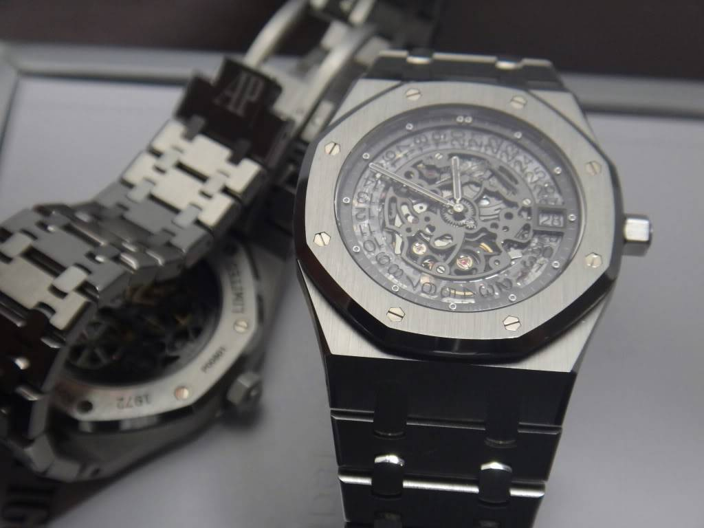 SIHH 2012 - Audemars Piguet Royal Oak Squelette et  Royal Oak Tourbillon Squelette 40 ans DSC01412