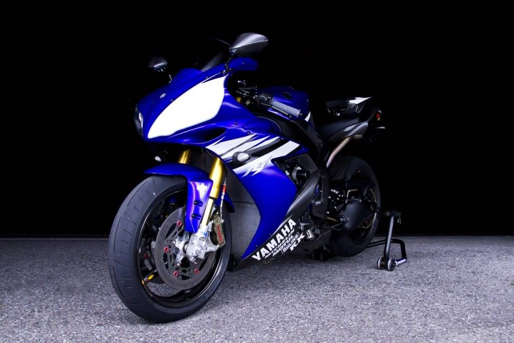Yamaha 1000 R1 ... - Page 5 R1front1-4lowfinal