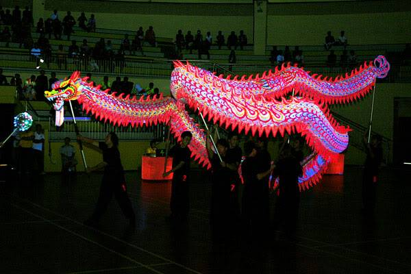 Thi múa rồng dạ quang 1 A-02