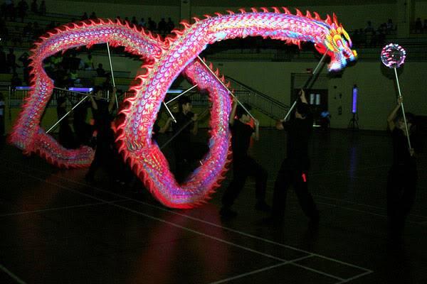 Thi múa rồng dạ quang 1 A-05