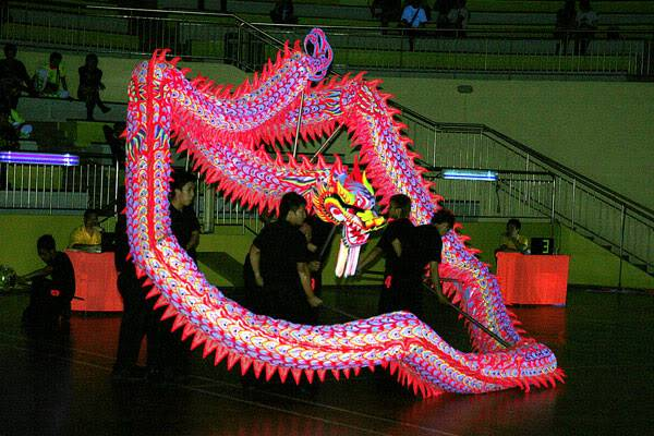 Thi múa rồng dạ quang 1 A-31