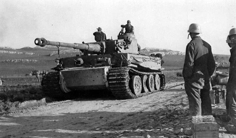 chars allemands PzVIEsPzAbt50142-11-24to43-02Tunisi