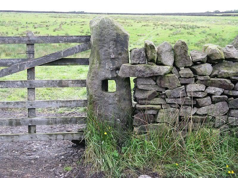 THE DISSENTERS' WELL & TOM'S CROSS, Kelbrook Moor, Lancs-Yorks Border. 09Gatepost