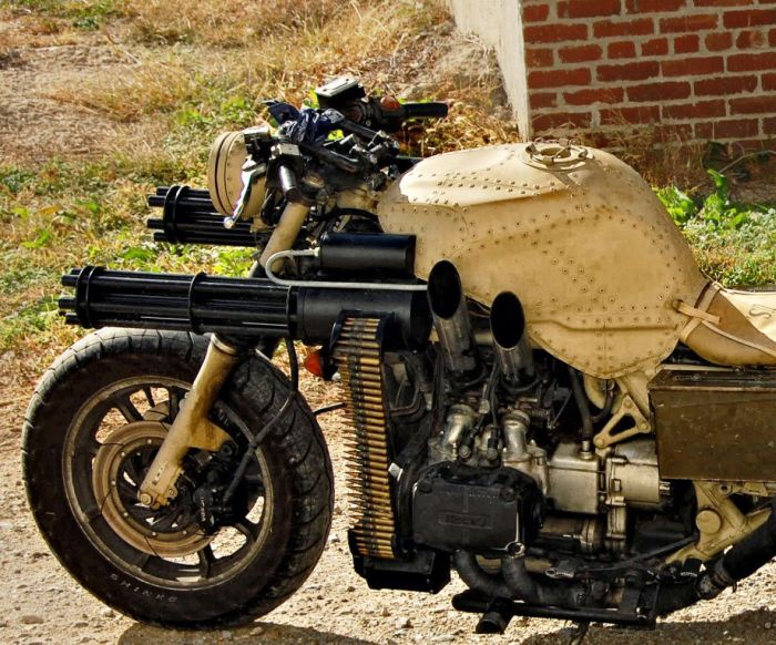 MOTO PARA APOCALIPSE ZUMBI!!!! Motorcycle_with_two_guns_01_zps73d21951