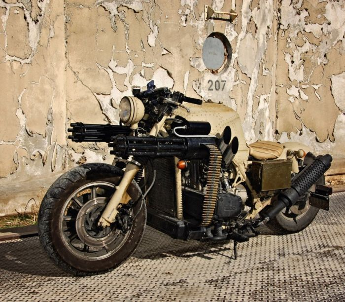 MOTO PARA APOCALIPSE ZUMBI!!!! Motorcycle_with_two_guns_05_zps2f4da411