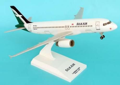 Vand machete avioane civile (multe raritati) - Pagina 2 A320SilkAir
