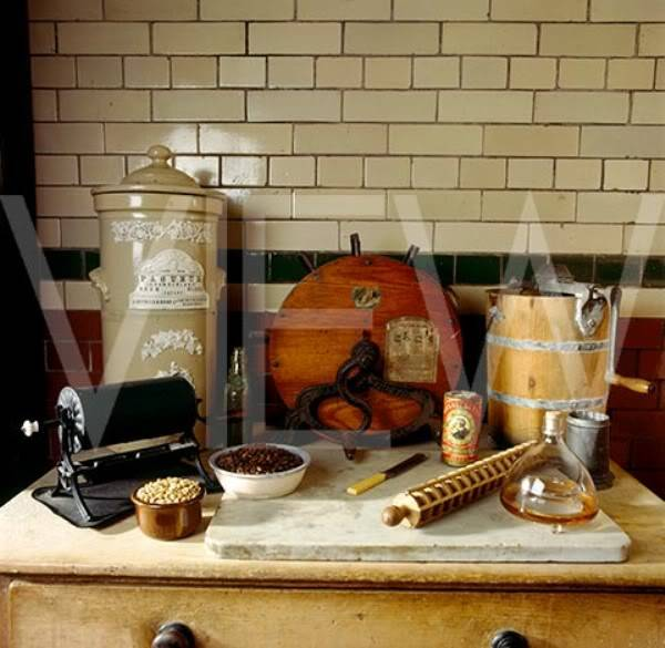 ARTS AND CRAFTS  - Página 2 8cocina_NT_20877_A_selection_of_kitchen_implements_including_a_knife_polisher_and_an_earthenware_steriliser_in_the_Ki