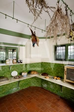 ARTS AND CRAFTS  - Página 2 9despensaNT_159053_The_Larder_with_a_food_safe_at_Wightwick_Manor_Wolverhampton_West_Midlands
